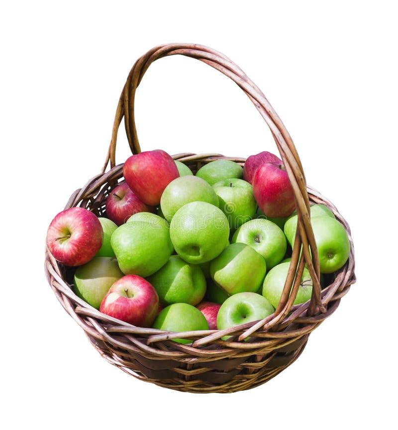 Mand van verse rijpe appelen stock afbeeldingen