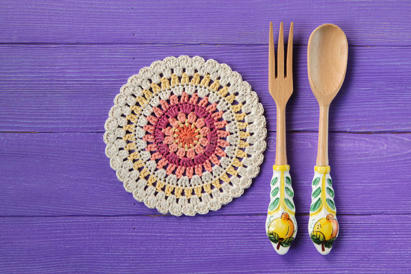 Mandala Crochet Doily et cuillère magnifiques avec la fourchette pour des salades image libre de droits