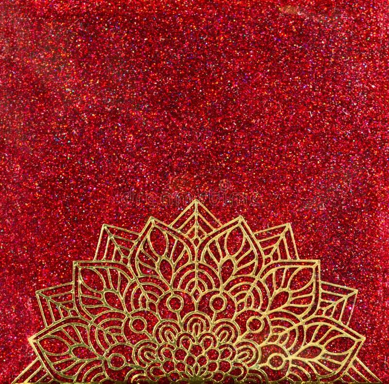 Mandala del oro en brillo rojo libre illustration