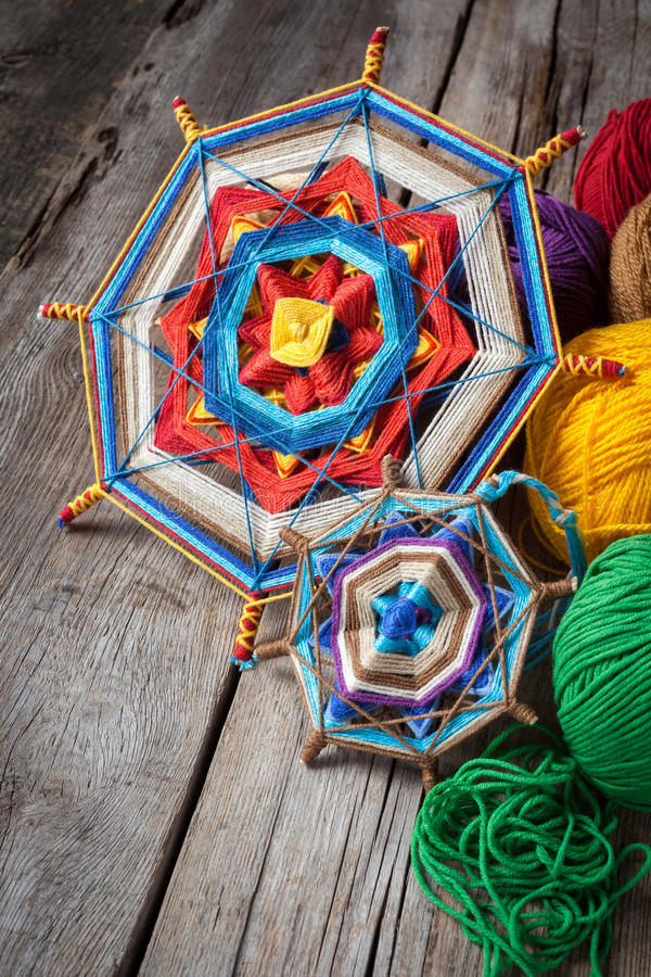 Download Mandala et fil tricotés image stock. Image du temps, bille - 45353749