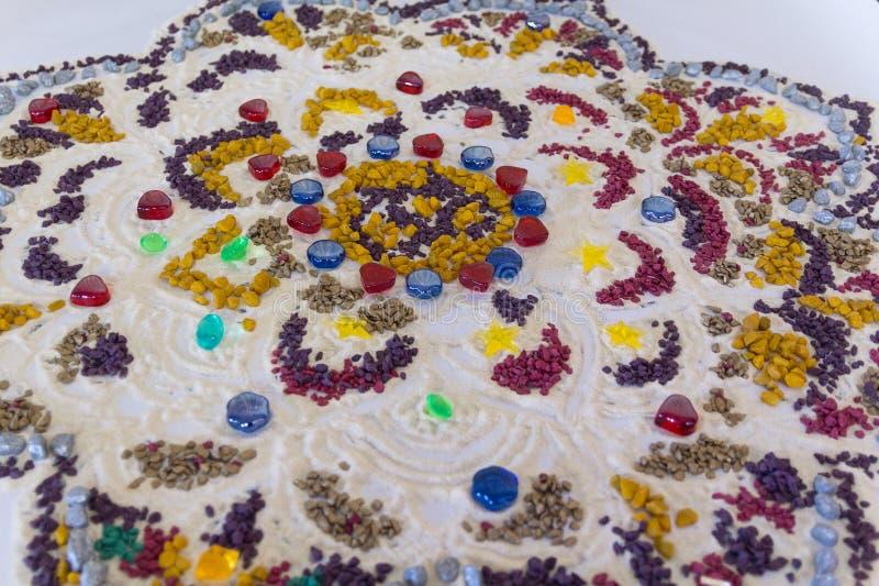 Mandala pintada en el curso de la creación fotos de archivo