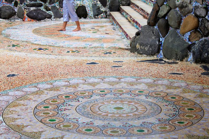 Mandalas circulaires de mosaïque sur le plancher de Pha Sorn Kaew, Khao Kor, Phetchabun, Thaïlande photographie stock