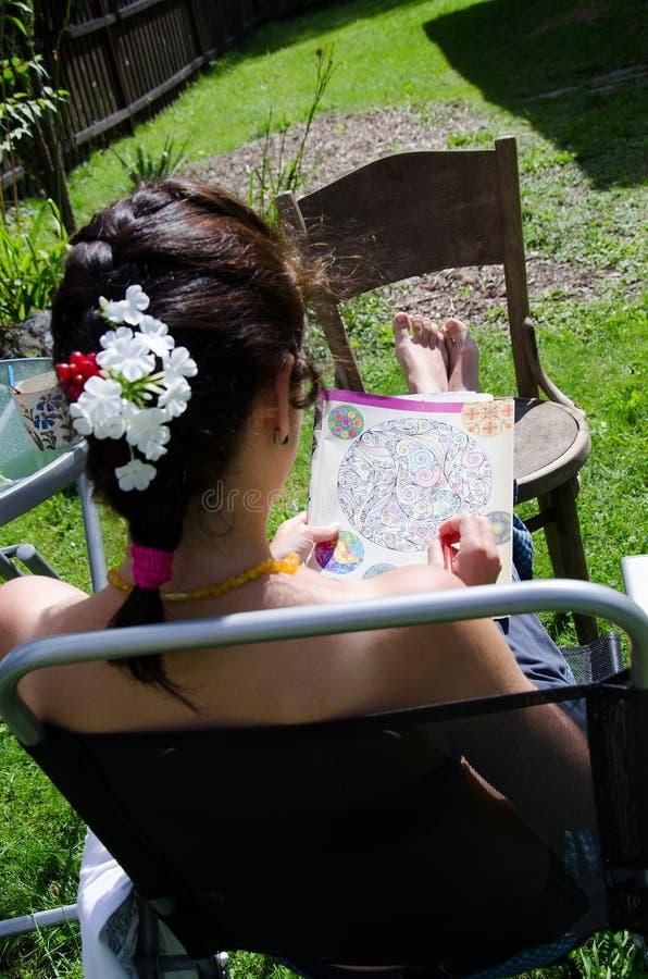 Mandalas de coloration dans le jardin photos libres de droits