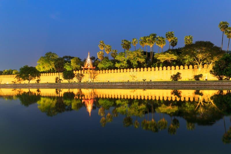 Mandalay in de nacht royalty-vrije stock foto's