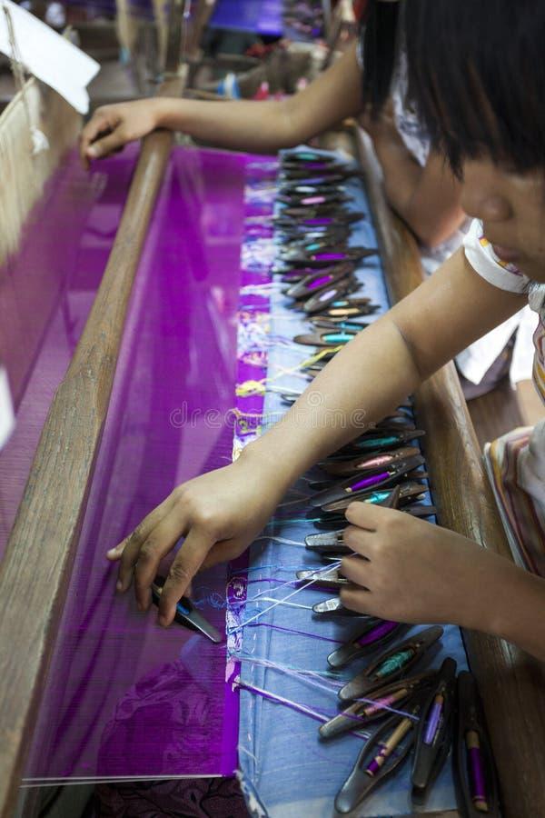 Mandalay - fábrica de la materia textil fotografía de archivo