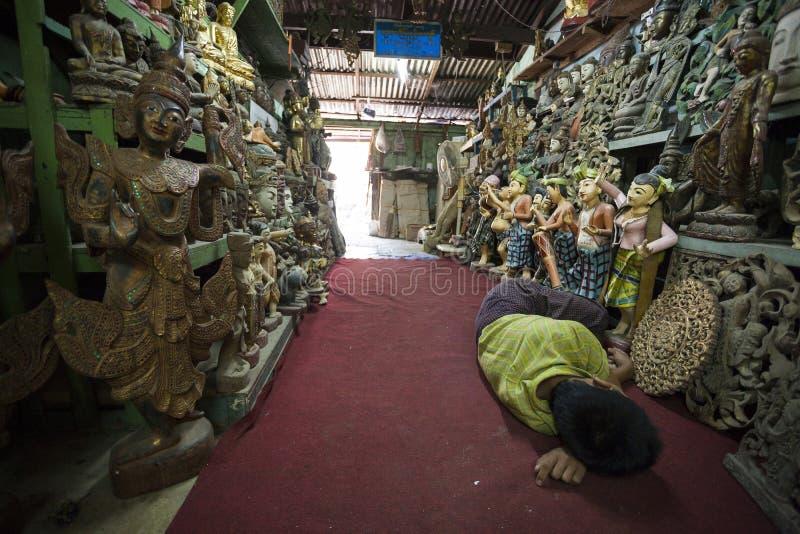 Mandalay - fábrica de las mercancías imágenes de archivo libres de regalías