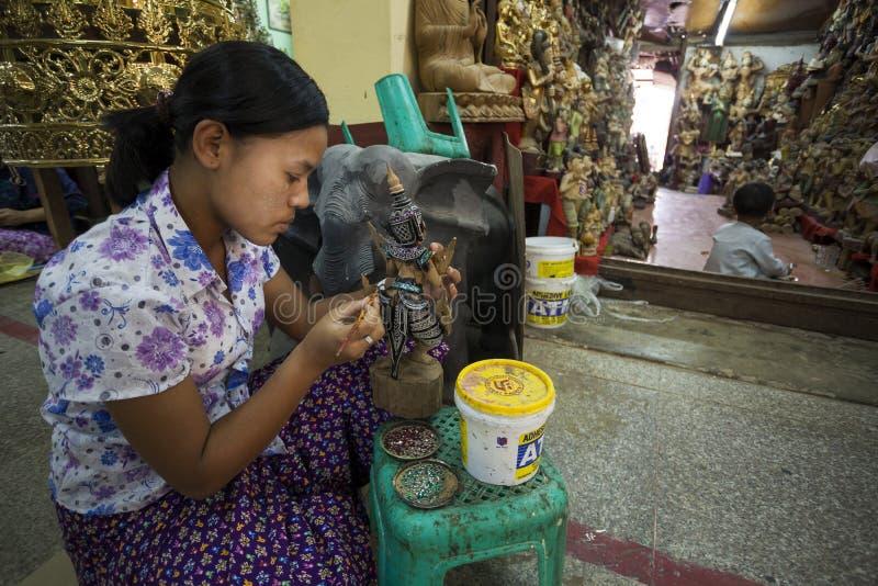 Mandalay - fábrica de las mercancías fotos de archivo libres de regalías