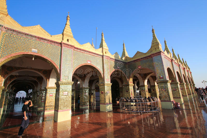 Mandalay kulleSutaungpyei pagod royaltyfria foton