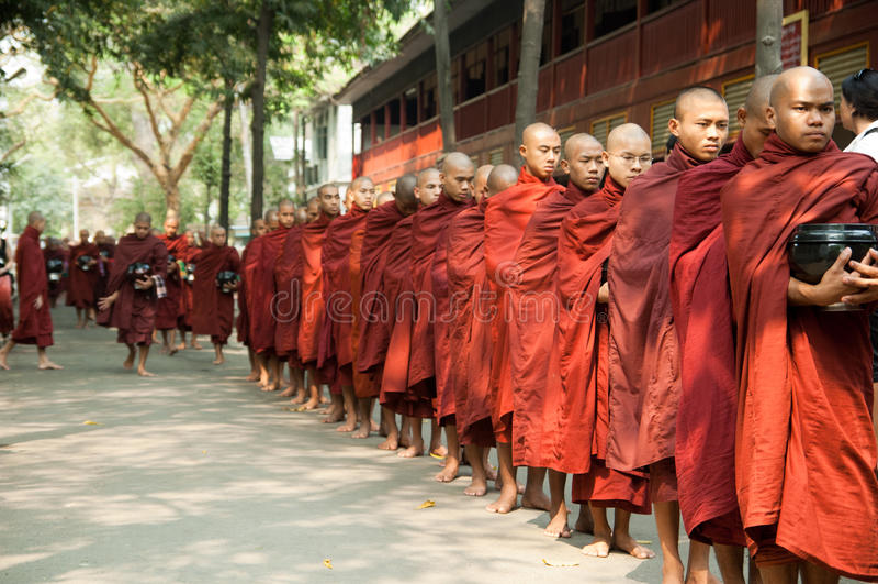 Mandalay, Myanmar, birmanische Mönche an einer Prozession stockbilder