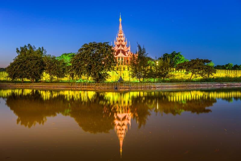 Mandalay Myanmar slott royaltyfri bild