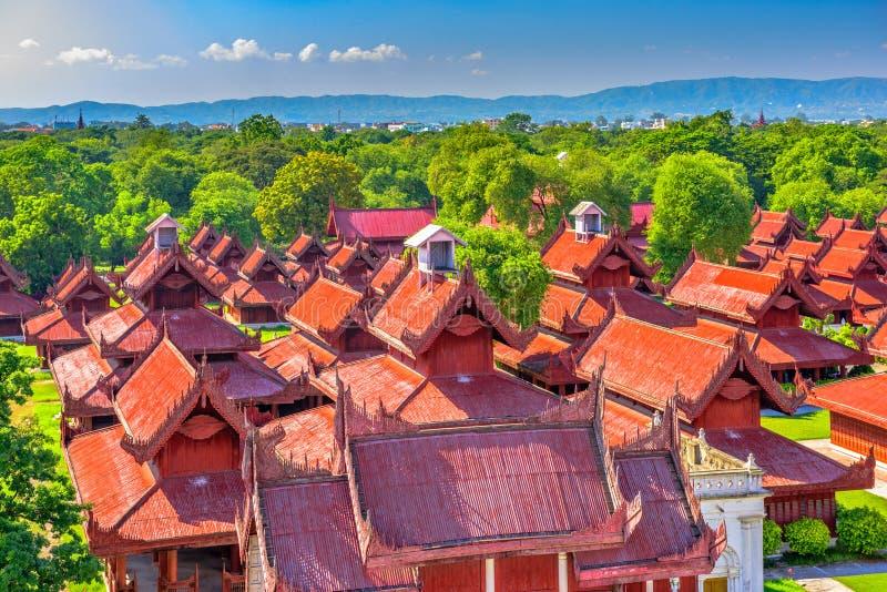 Mandalay slottbyggnader arkivbilder
