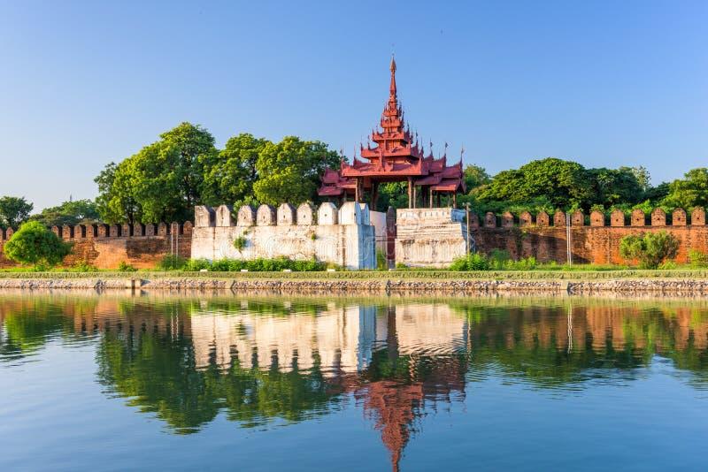 Mandalay slottvallgrav royaltyfria bilder