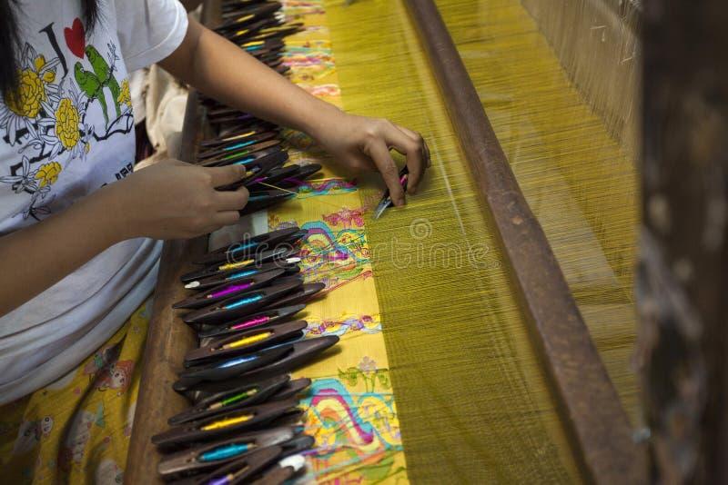 Mandalay - textilfabrik arkivbild