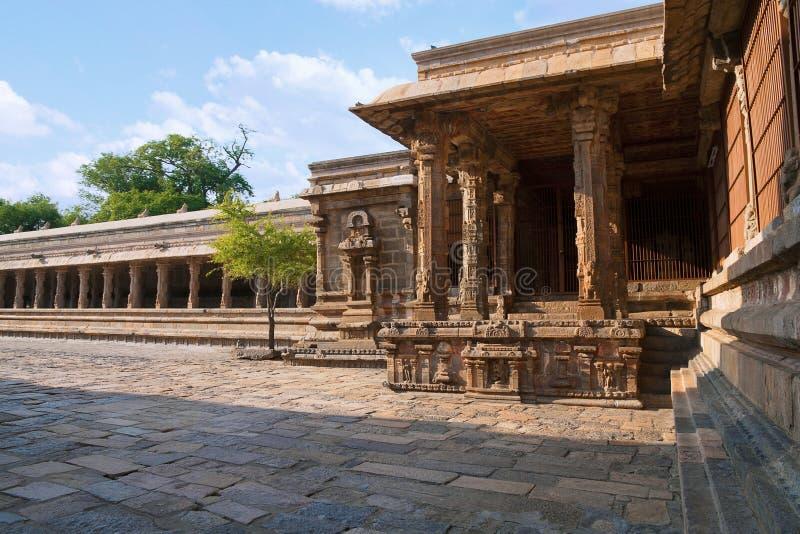 Mandapa di Nataraja e colonna-convento contiguo, angolo di nordest, tempio di Airavatesvara, Darasuram, Tamil Nadu immagine stock