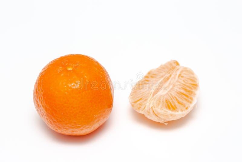 Mandarijn of clementine op witte achtergrond stock foto