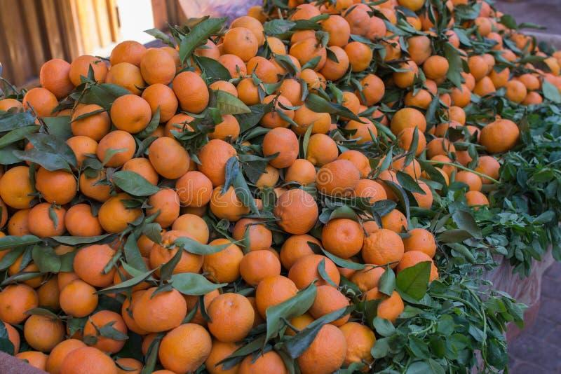 Mandarin mandarijnen in de markt in Marokko stock afbeelding