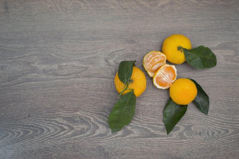 Mandarinas con las hojas imagen de archivo libre de regalías