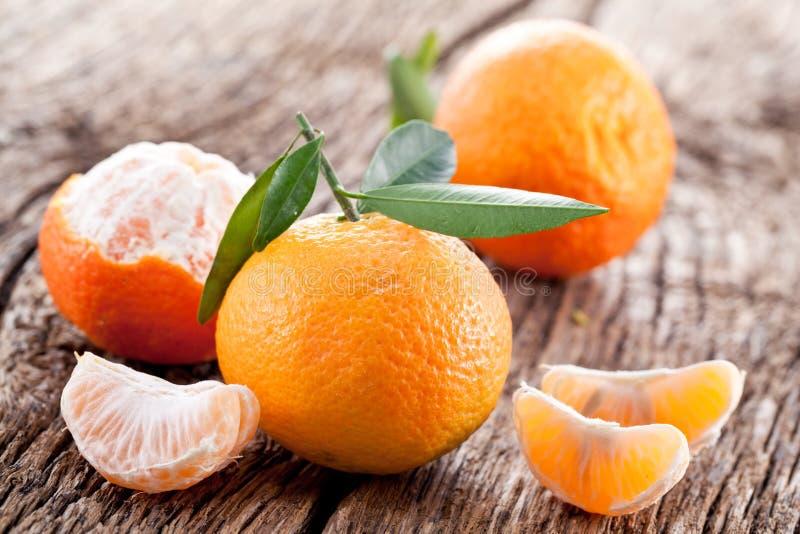 Mandarinas con las hojas. foto de archivo libre de regalías