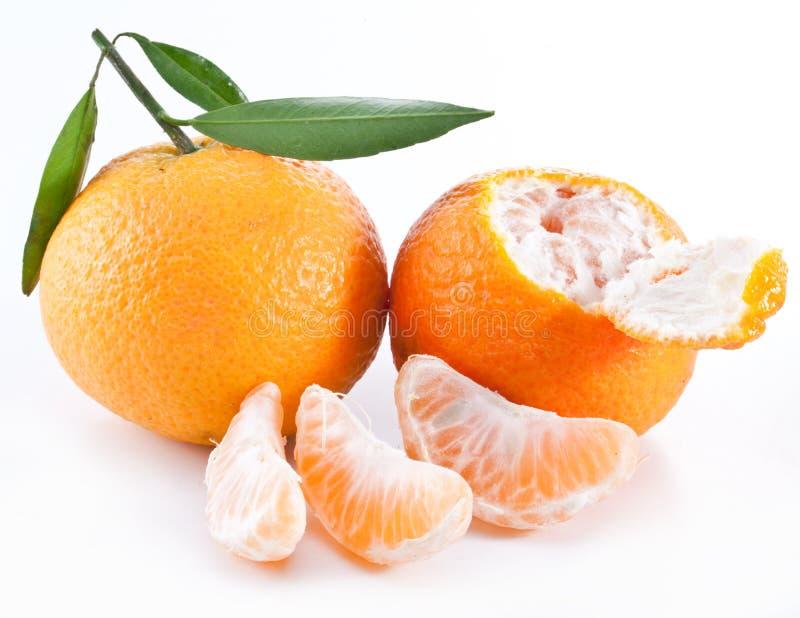 Mandarinas con las hojas. imagenes de archivo