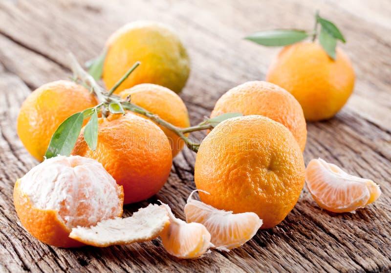 Mandarinas con las hojas. fotos de archivo libres de regalías