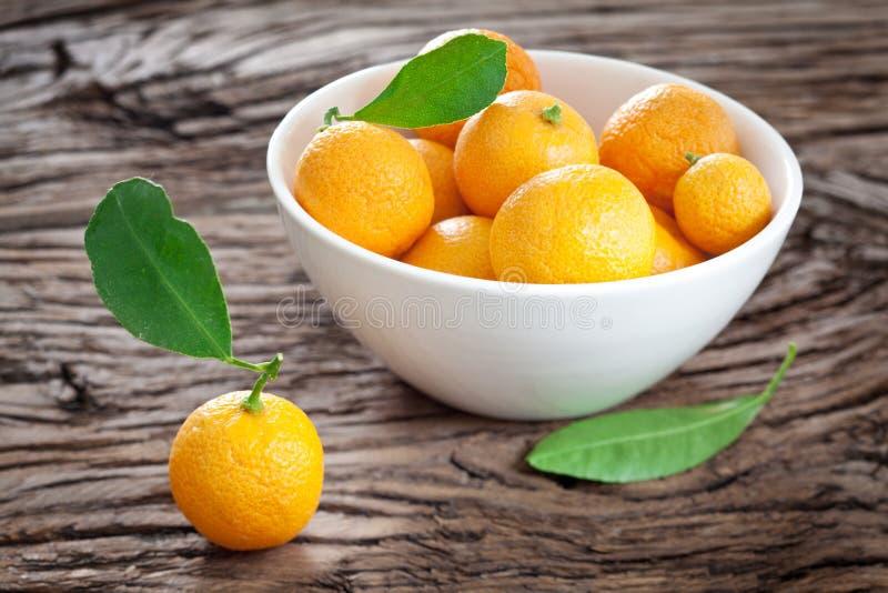 Mandarinas en un cuenco. imagen de archivo libre de regalías