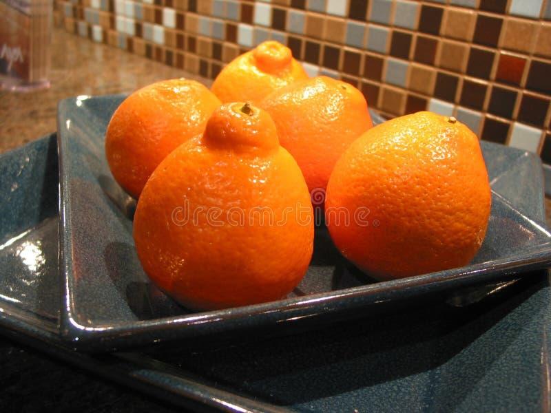 Mandarinas en un tazón de fuente fotos de archivo libres de regalías