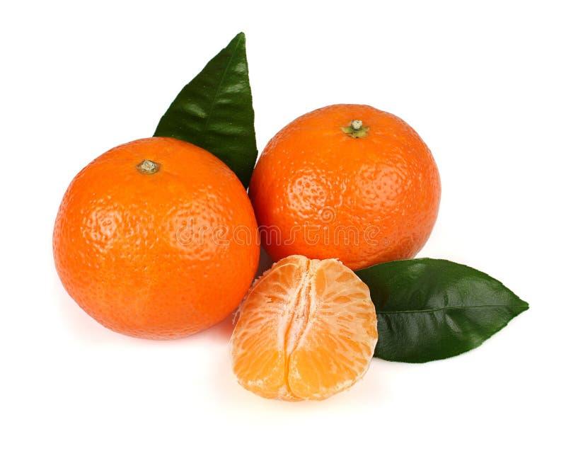 Mandarinas sabrosas maduras con las hojas foto de archivo libre de regalías