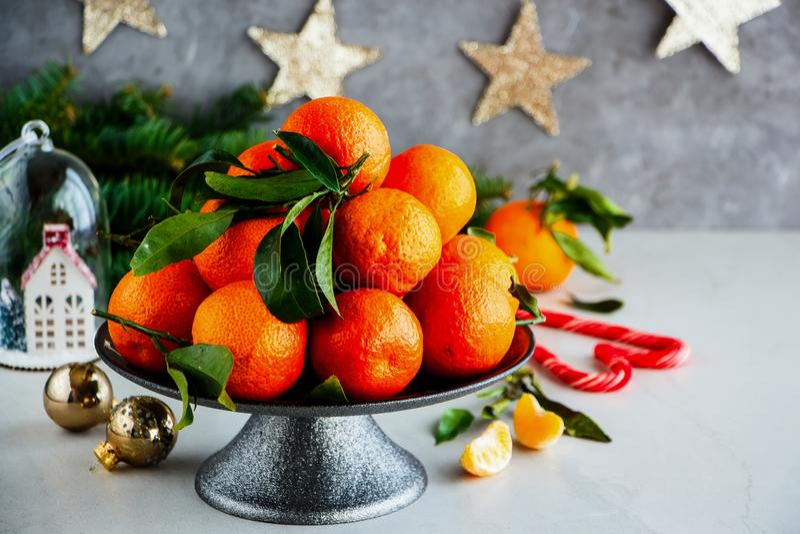 Mandarinas y la Navidad imagen de archivo
