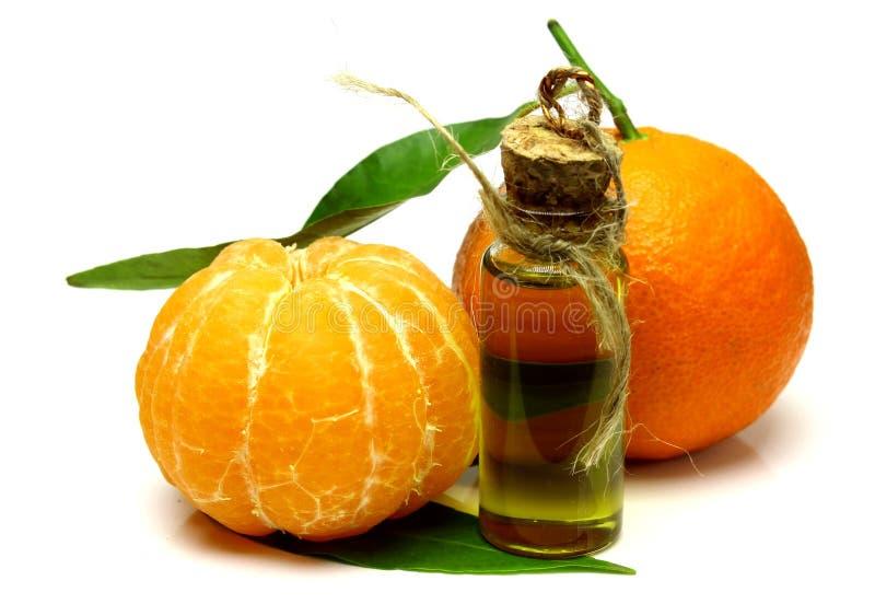 Mandarinen-kosmetisches Wesentliches lokalisiert auf weißem Hintergrund lizenzfreies stockbild