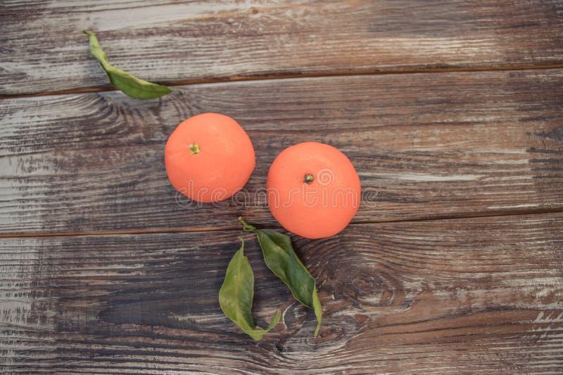 Mandarinen-Tangerinen auf hölzernem Hintergrund Freier Platz für Ihren Text lizenzfreie stockfotos