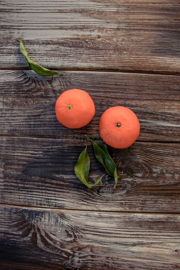 Mandarinen-Tangerinen auf hölzernem Hintergrund Freier Platz für Ihren Text lizenzfreies stockfoto