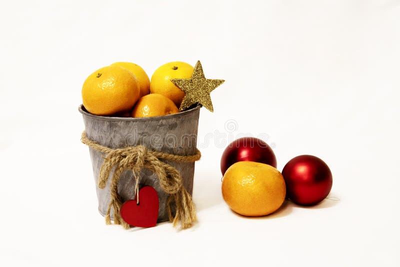 Mandariner i hinken arkivfoto