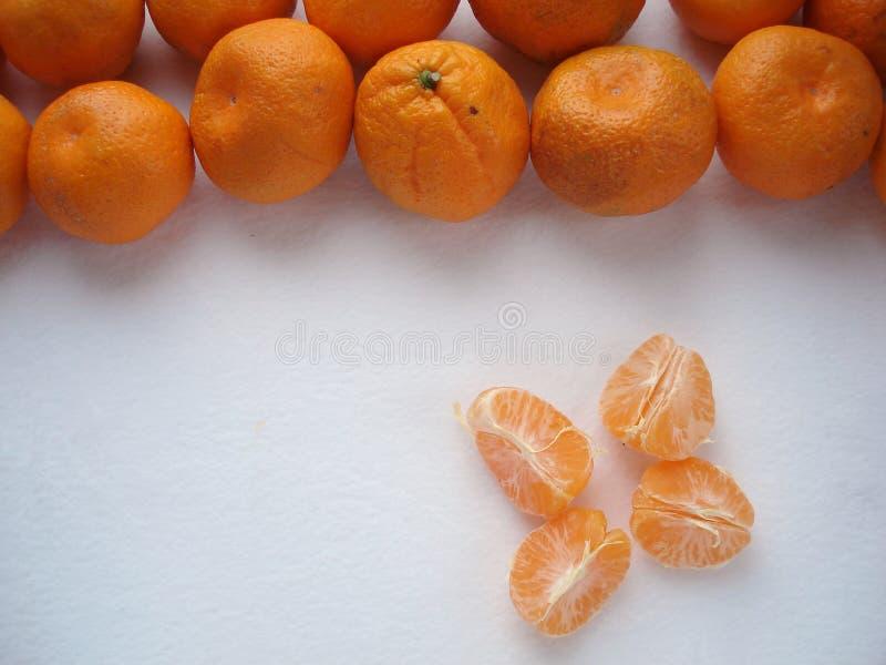 Mandariner på en vit bakgrund fotografering för bildbyråer