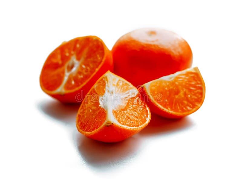 Mandarines d'isolement de coupe photos stock