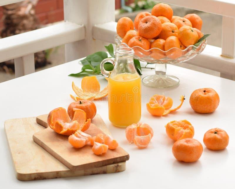Mandarines et jus frais image libre de droits