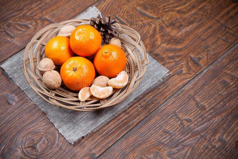 Download Mandarines Sur La Table En Bois Image stock - Image du citron, sain: 56475401