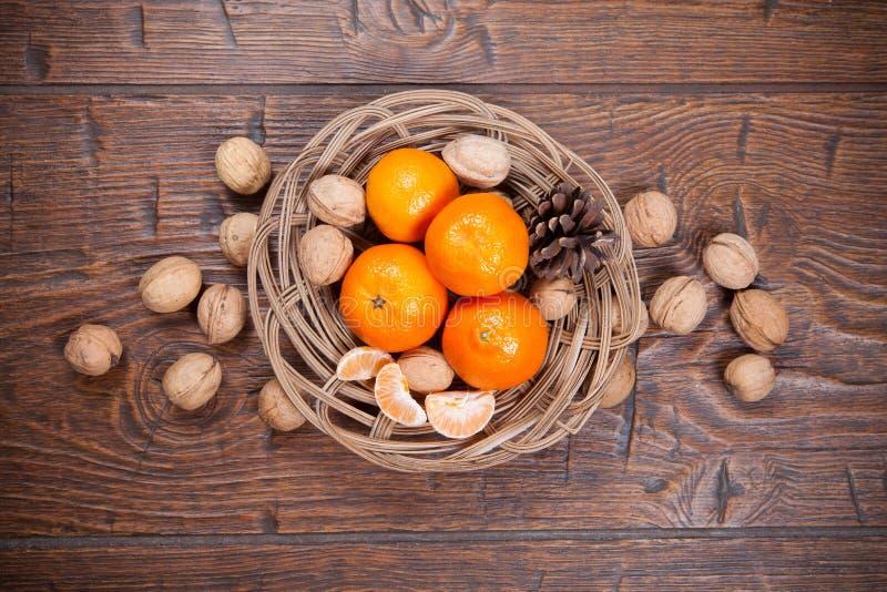 Download Mandarines Sur La Table En Bois Photo stock - Image du fruit, agriculture: 56477046