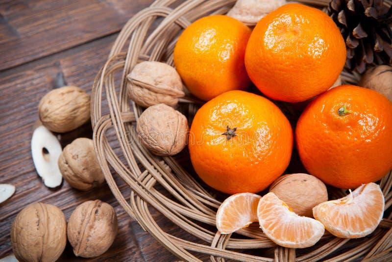 Download Mandarines Sur La Table En Bois Photo stock - Image du huche, frais: 56477598