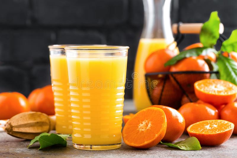 Mandarinfruktsaft Uppfriskande sommardrink Fruktuppfriskningdryck royaltyfri bild