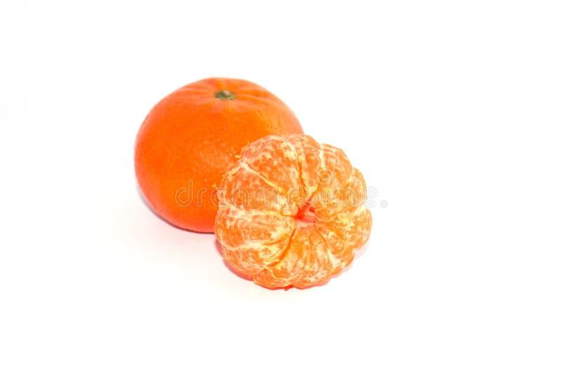 Mandarino succoso due su fondo bianco, macro immagine stock libera da diritti