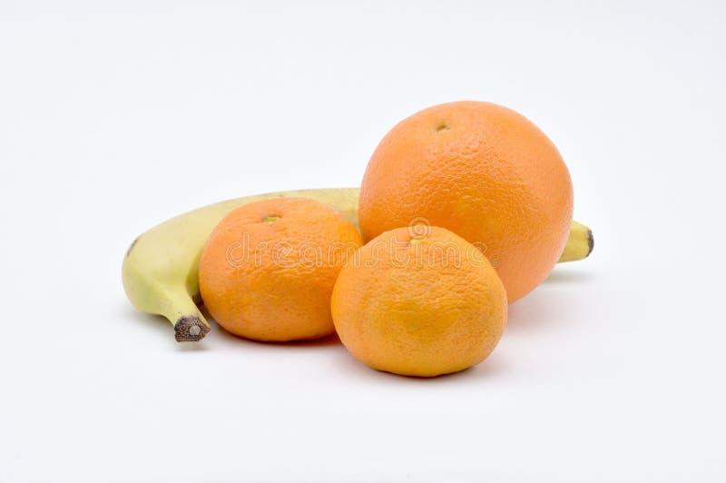 Mandarins, Sinaasappel, Banaan op een witte achtergrond naughty Voor Isolat royalty-vrije stock foto