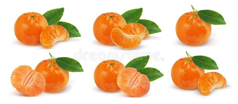 Mandaryn owoc z li??mi odizolowywaj?cymi na bia?ym tle Tangerine z li??mi odizolowywaj?cymi na bia?ym tle Ca?e owoc i fotografia stock