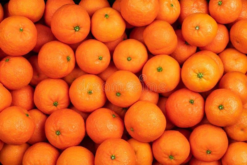mandarynek pomarańcz tangerines z liśćmi jako tło lub owoc zdjęcie stock