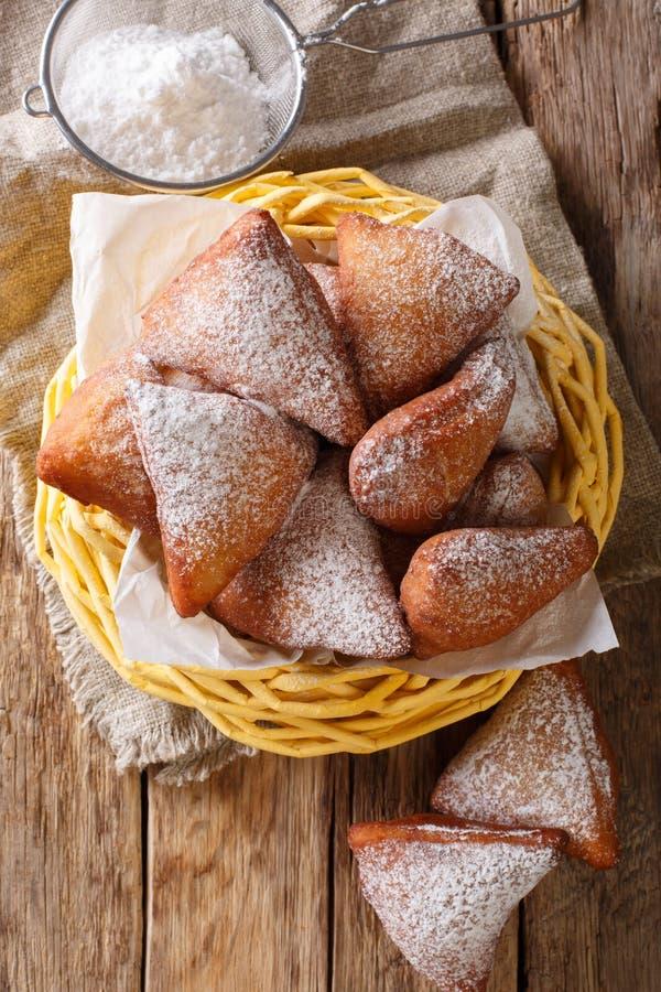 Mandazi es una comida africana del este levemente dulce de la calle; picante, aire imagenes de archivo