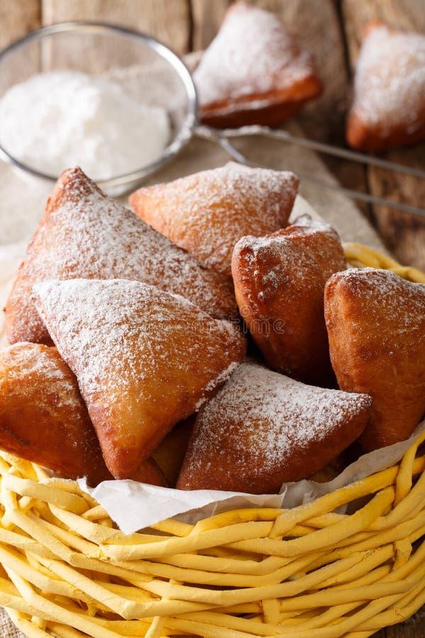 Mandazi, también conocido como el dabo o el coco sudanés del sur Doughn fotos de archivo