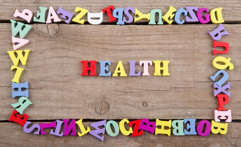 Mande un SMS a la 'salud 'de la letra de madera coloreada fotos de archivo libres de regalías
