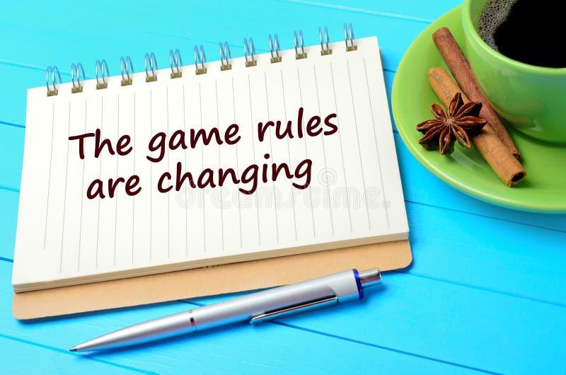 Mande un SMS a las reglas del juego están cambiando en el cuaderno imagenes de archivo