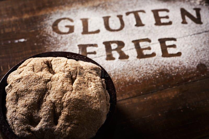 Mande un SMS a libre del gluten escrito con un gluten flour libremente foto de archivo