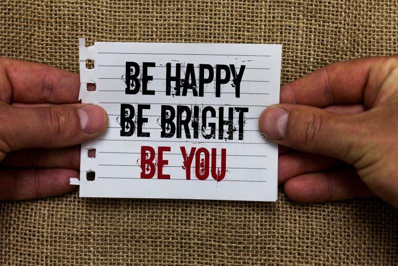 Mande un SMS a mostrar de la muestra sea feliz sea brillante sea usted Buena actitud de la confianza en sí mismo conceptual de la imagen de archivo libre de regalías