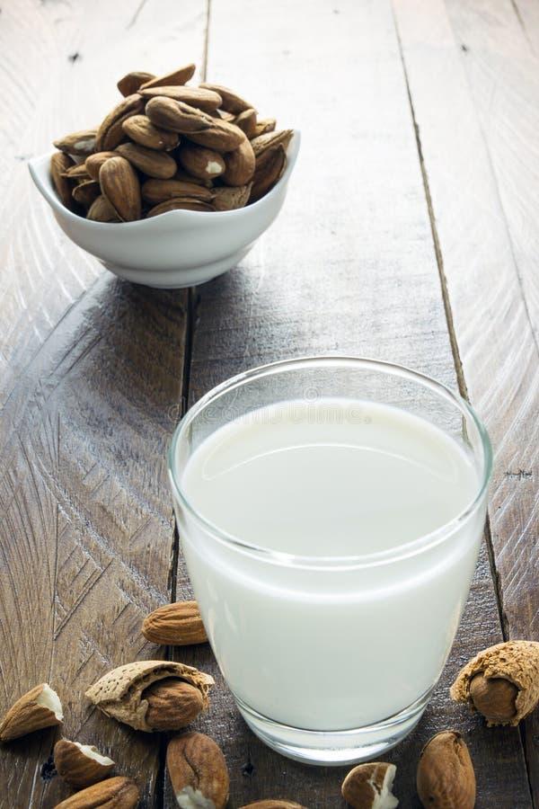 Mandeln mjölkar royaltyfri foto